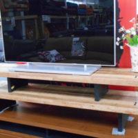 無垢板のテレビボード
