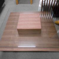 正方形のガラステーブル
